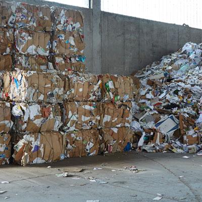 Entsorgung Abfallwirtschaft Recycling Altstoffe gefährliche Abfälle Schrott Altholz elektronische Kabel Container ressourcenschonend umweltschonend Müllauto Abfall Papier Karton